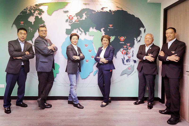 """เพื่อตอกย้ำ World Class Product, World Class Brand หรือ คาราบาวเครื่องดื่มระดับโลก  """"คาราบาวกรุ๊ป""""  ได้มุ่งมั่นพัฒนาการบริหารจัดการองค์กรอย่างมีประสิทธิภาพ"""