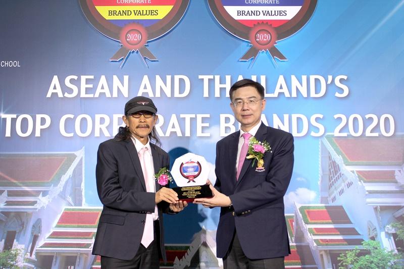 """คาราบาวกรุ๊ป ได้รับรางวัล """"Thailand's Top Corporate Brands 2020"""" หมวดธุรกิจอาหารและเครื่องดื่ม จากคณะพาณิชยศาสตร์และการบัญชี จุฬาลงกรณ์มหาวิทยาลัย และตลาดหลักทรัพย์แห่งประเทศไทย"""